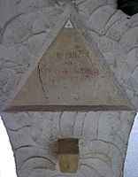 Feuerhalle Simmering - Arkadenhof (Abteilung ARI) - Fritz von Hoffmann-Vaguihely 01.jpg