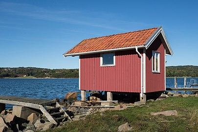 Fishing hut by Brofjorden at Loddebo.jpg