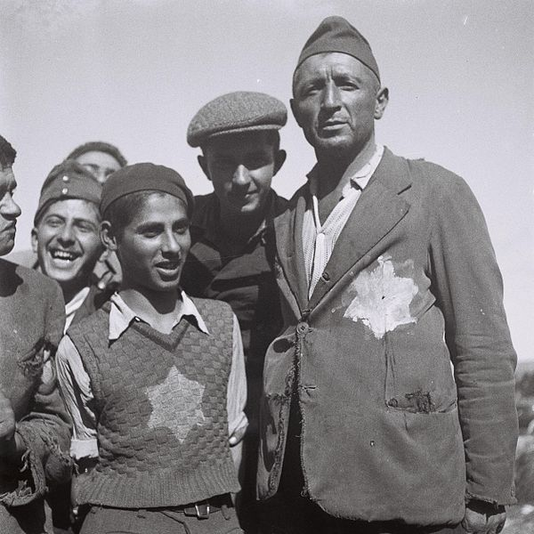 File:Flickr - Government Press Office (GPO) - survivors of the european nazi camps, after their arrival at the Atlit reception camp 2.jpg