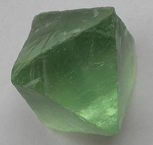 [Rol]Color the Sky - Página 2 300px-Fluorite-green-Oktaeder