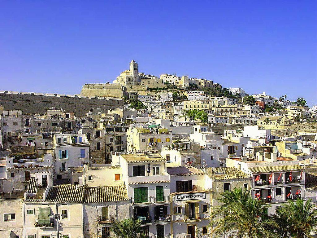 Hafenviertel und Altstadt (Dalt Vila) von Ibiza-Stadt (UNESCO-Welterbe auf Ibiza). IbizaTown 01