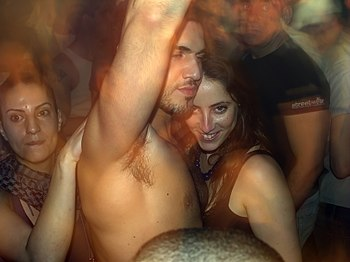 English: Patrons at nightclub TLV in Tel Aviv,...