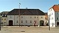 Foto, Schiffahrtsmuseum http-www.fleno.de Schifffahrtsmuseum Flensburg - rechts Zum Störtebecker Flensburg http-www.historischer-hafen.info - panoramio.jpg