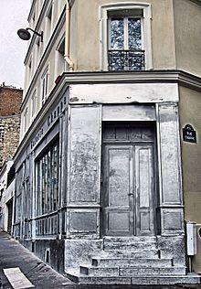 Galerie Chappe In Montmartre, Paris April 2014.jpg