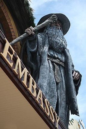 Gandalf sculpture on top of The Embassy Theatre, Wellington.jpg