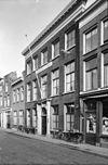 foto van Herenhuis van parterre en twee verdiepingen, ter breedte van vijf vensterassen