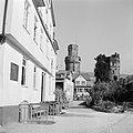 Gezicht op Oberwesel, op de achtergrond vlnr de Ochsenturm en de Katzenturm, Bestanddeelnr 254-1142.jpg