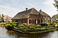 Giethoorn Netherlands Channels-and-houses-of-Giethoorn-04.jpg