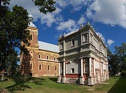 Gołąb domek leretański i kościół 2009.jpg