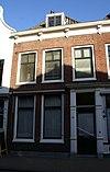 foto van Huis met schilddak, waarin dakvenster