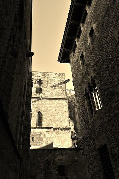 File:Gothic Quarter, Barcelona (40) (31137861881).jpg