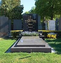 Grave of Engelbert Dollfuß on the cemetery Hietzing in Vienna, Austria-front PNr°0789.jpg