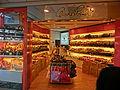 HK Cheung Sha Wan 元州商場 Un Chau Shopping Centre shop hangbags Nov-2013.JPG