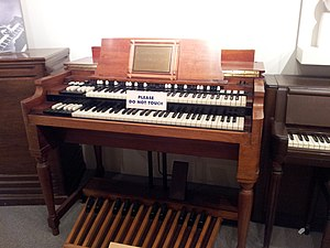 Only a Northern Song - Image: Hammond B3, Museum of Making Music
