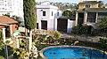 Hatim Azahri, fantástica piscina en Girona.jpg