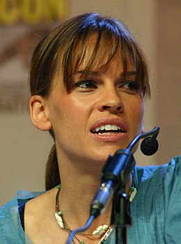 Hilary Swank at Comic Con San Diego 2006.jpg