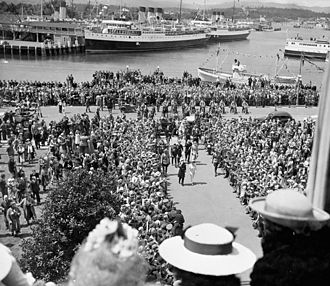 Royal tours of Canada by the Canadian Royal Family - A crowd in Victoria, British Columbia watch King George VI and his royal consort, Queen Elizabeth coming up the walkway during their 1939 royal tour of Canada.