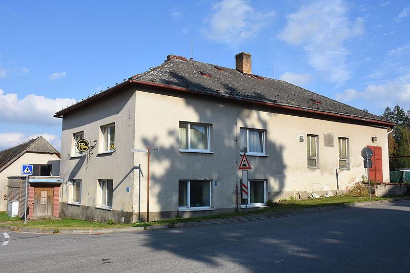 File:Horní-Cerekev-dům-s-nápisem2015c.jpg