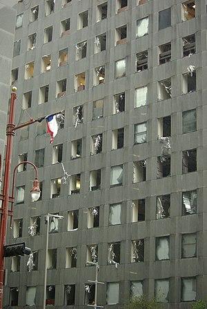 English: Damage to JP Morgan Chase, Houston, T...