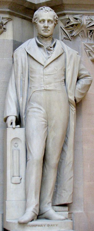 Alexander Munro (sculptor) - Munro's sculpture of Humphry Davy in the Oxford Museum of Natural History