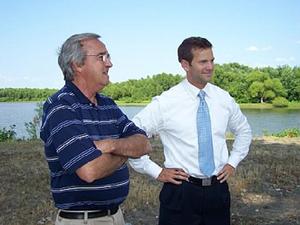 Aaron Schock - Schock visiting the Illinois River with Bob Walters, mayor of Beardstown, Illinois, in 2009