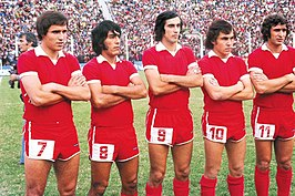 Independiente 1975: Bertoni, Galván, Ruiz Moreno, Bochini en Giribert.