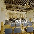Interieur overzicht raadszaal naar achterzijde, na de restauratie - Bergen op Zoom - 20324389 - RCE.jpg