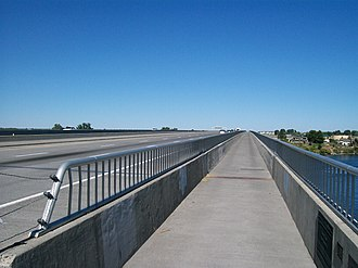 Interstate 182 - I-182 and US12 on the Interstate 182 Bridge, which has spanned the Columbia River between Richland and Pasco since 1984.