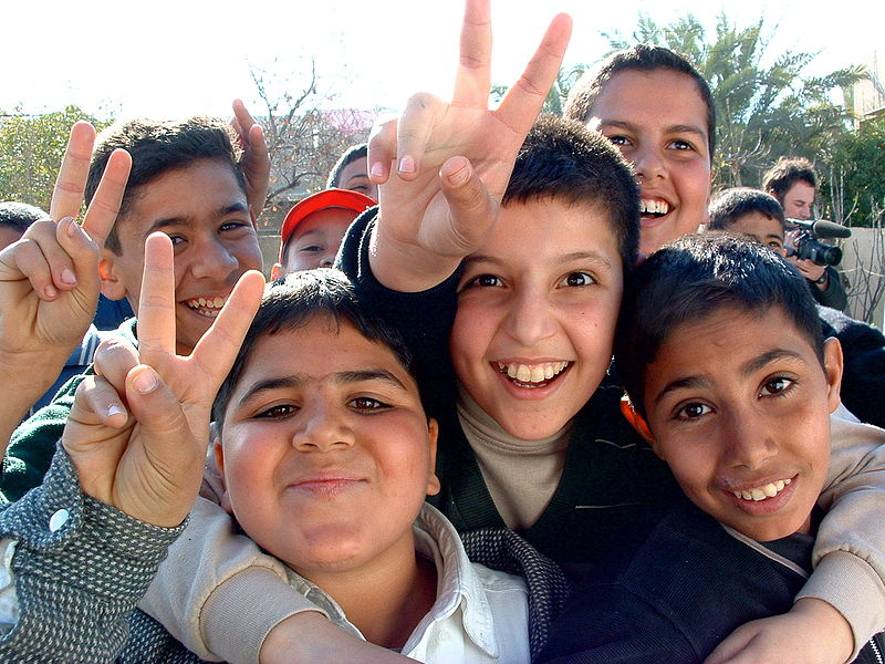 File:Iraqi boys giving peace sign.jpg