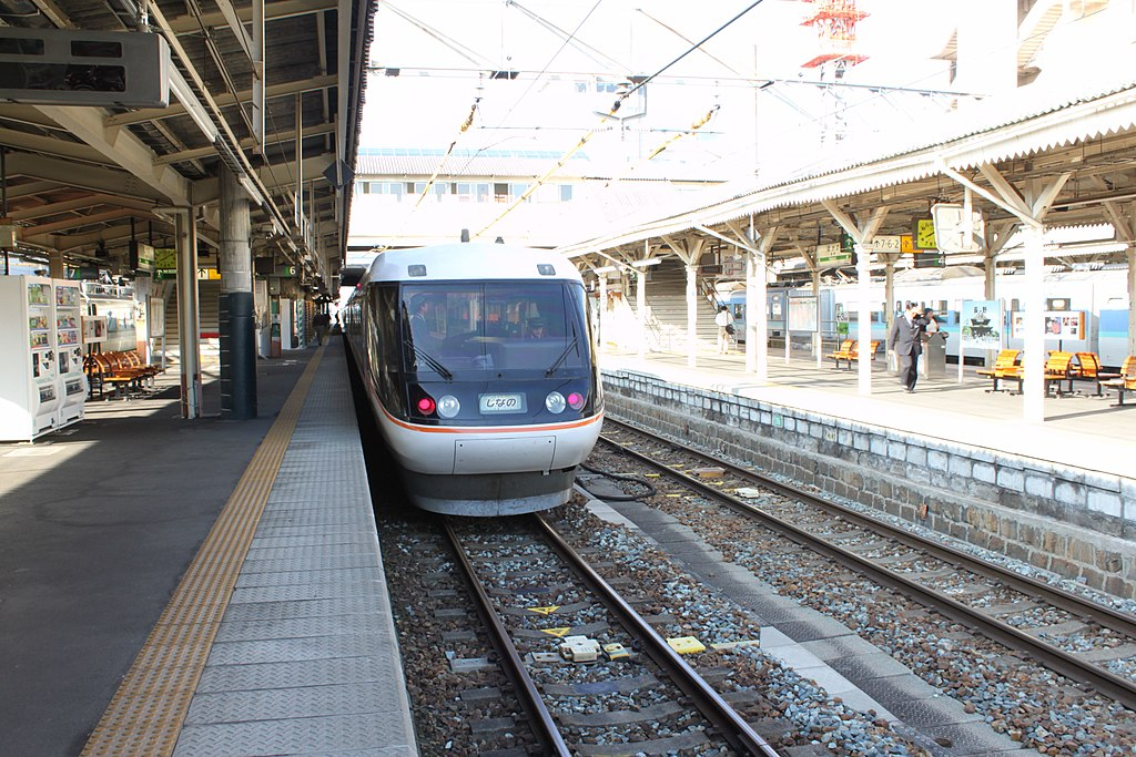 JR Central 383 on Shinano limited express train service at Nagano Station 20101002