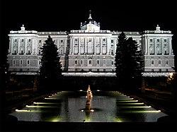 PROPUESTAS DE RULADA DE LA COMUNIDAD DE MADRID - DOMINGO 8 DE MARZO - Página 2 250px-Jardines_de_Sabatini_%28Madrid%29_06