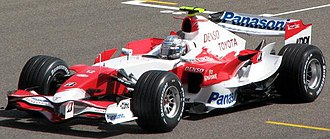 Toyota TF107 - Jarno Trulli driving the TF107 at the 2007 Bahrain Grand Prix.