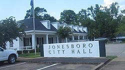 Jonesboro, LA, City Hall MVI 2685.jpg