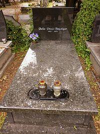 Julia Brystiger grób.JPG