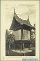 KITLV - 37419 - Demmeni, J. - Tulp, De - Haarlem - A Minangkabau lumbung (rice barn) - 1911.tif
