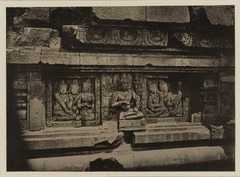 KITLV 40037 - Kassian Céphas - Reliefs on the terrace of the Shiva temple of Prambanan near Yogyakarta - 1889-1890.tif