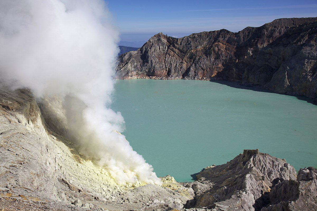 Kawah Ijen -East Java -Indonesia-31July2009.jpg