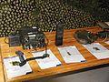 Kenttäradiot LV 341 ja LV 141 kenttäpuhelin P 90 Lippujuhlan päivä 2013.JPG