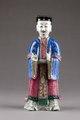 Kinesisk figur från 1800-talet, föreställande Lü Tung-pin en av de åtta taoistiska odödliga - Hallwylska museet - 95965.tif