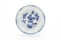 Kinesiskt fat av tunt vitt porslin med blå underglasyrmålning, från 1662-1722 - Skoklosters slott - 93532.tif