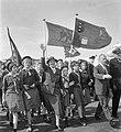 Lady Baden Powell in Nederland (door kinderen padvinders op Schiphol omringd), Bestanddeelnr 914-1925.jpg