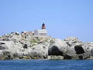 Lavezzi archipelago - A lighthouse at the Lavezzu island