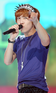 Lee Hong-ki on October 5, 2012.png