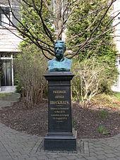 Brockhaus-Büste am ehemaligen Verlagssitz in Leipzig (Quelle: Wikimedia)