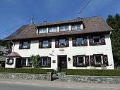 Haus in Lenzkirch mit Gedenktafel (2010) (Quelle: Wikimedia)