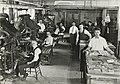 Les presses du journal yiddish Der Keneder Odler, vers 1920.jpg