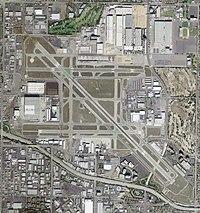 Long Beach Airport - USGS 29 March 2004.jpg