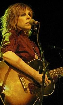 Williams suona la chitarra sul palco