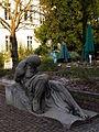 Männliche Skulptur Anatomiegarten Heidelberg 2012.JPG
