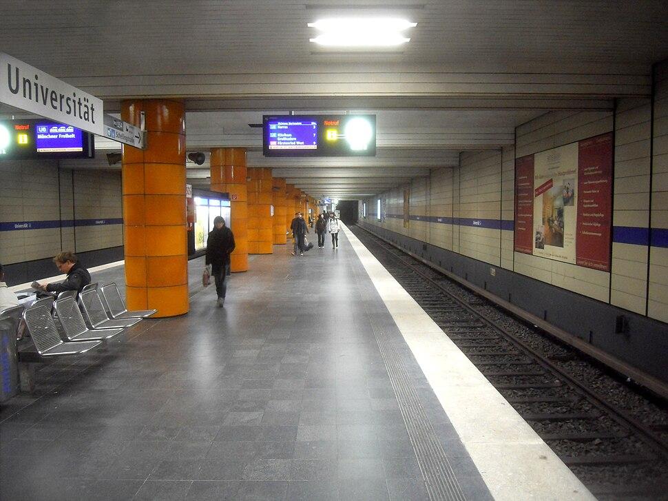 M%C3%BCnchen- U-Bahnhof Universit%C3%A4t- auf Bahnsteig zu Gleis 2 1.4.2010